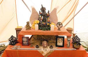 Altar_Burning_Man_2010_Elizabeth_Moriarty_Ceremony_Ritual