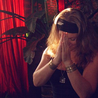 Elizabeth_2009_praying